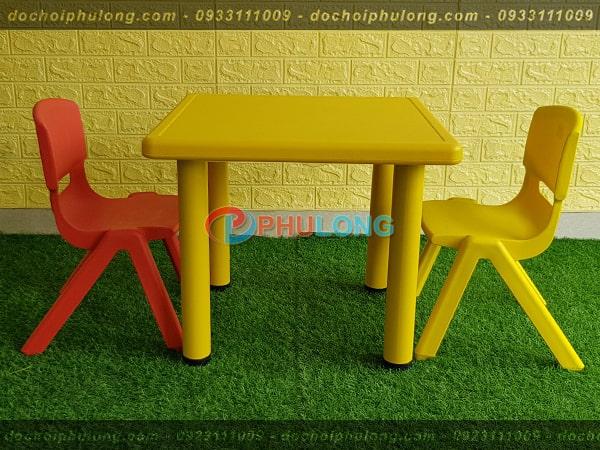 ban-ghe-nhua-cho-be-nhap-khau-pl0102-yellow
