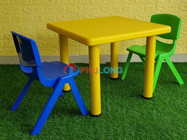 bo-ban-ghe-cho-be-cao-cap-pl0102-yellow